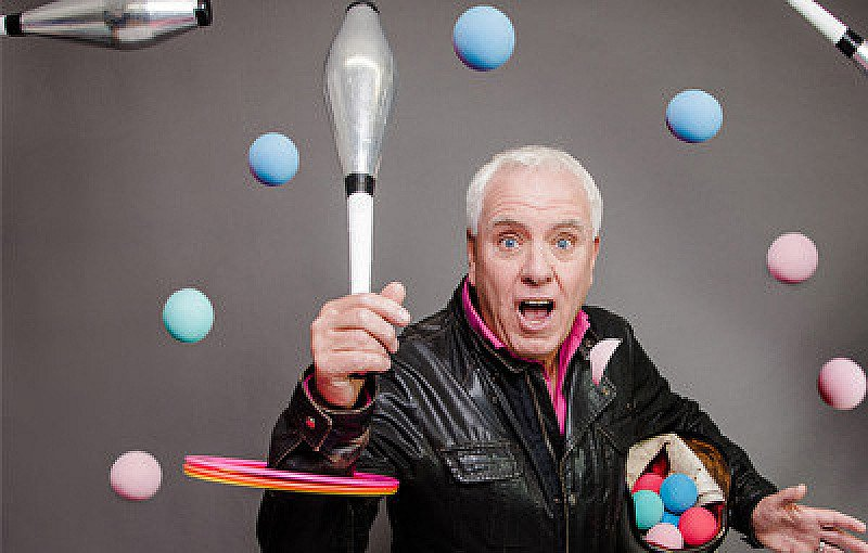 Dave Spikey - Juggling on a Motorbike