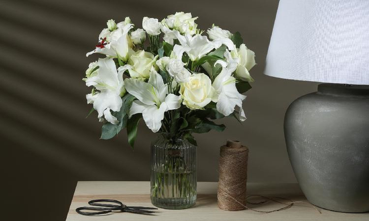 HAND-TIED BOUQUETS BY EXPERT FLORISTS - THE SERENITY £29.98 + Delivery!