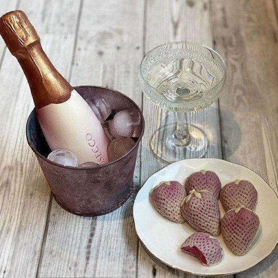 Prosecco & Strawberries