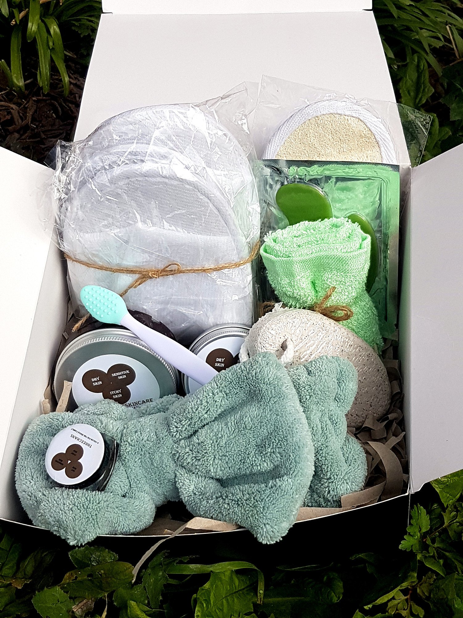 Spa essentials skincare box