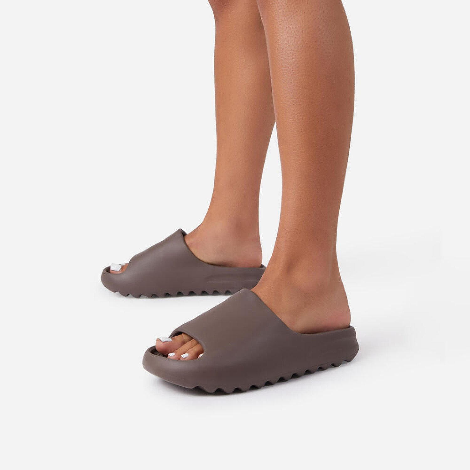 50% Off Kendall Faux Shearling Flat Slider Sandal In Chocolate Brown Rubber