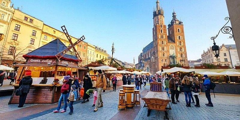 SAVE 48% £149pp – Krakow: Christmas market break with tour!