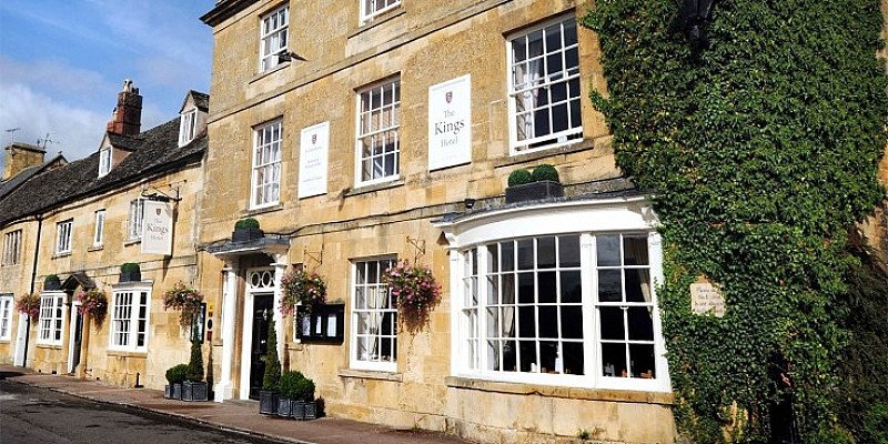 £149 -- Cotswolds stay w/2-AA-Rosette dinner & more, 35% off