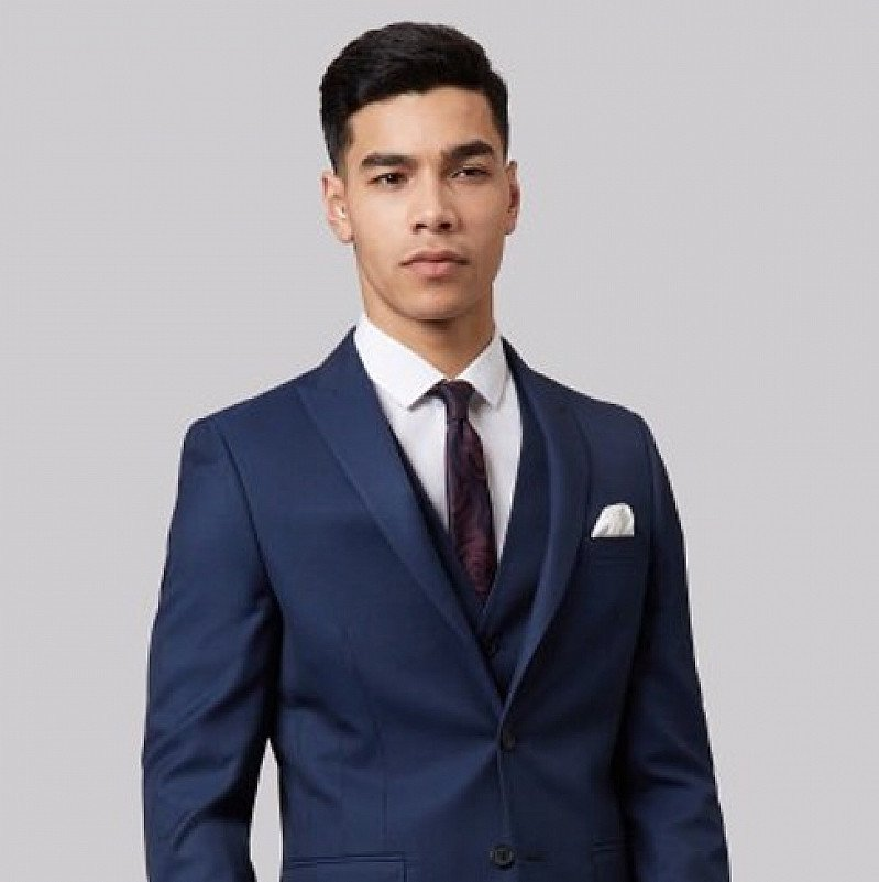 Get up to 60% off in the Moss Bros. sale on a selection of quality suits, blazers and jackets