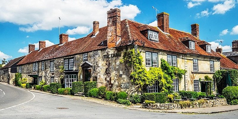£69 – Wiltshire inn stay w/breakfast & wine, 52% off