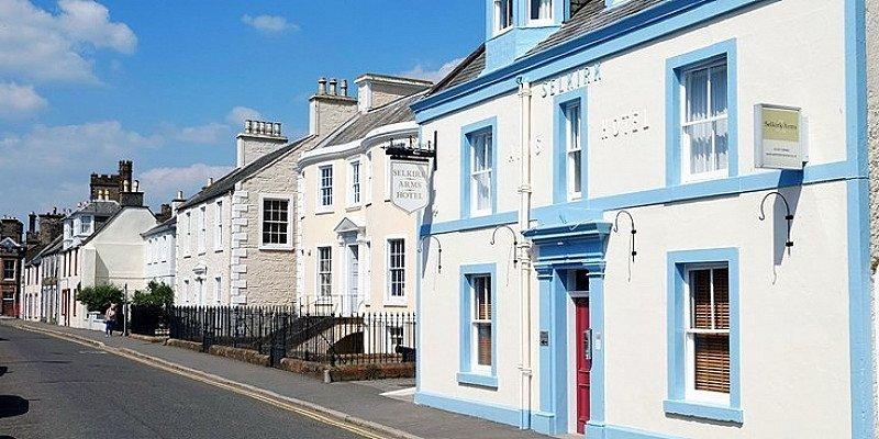 £99 – Scotland: 2-night coastal stay with bubbly 59% OFF!